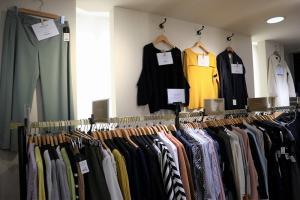 百貨店取扱の、オンスタイルにも使える上質なレディースブランドを多数取り揃えております。
