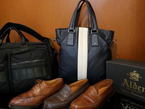 【大人な男性にピッタリな革靴やバッグも取り揃えております】