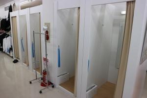 試着室は5部屋完備!待ち時間もほとんど無しでご利用可能!