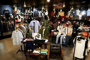 広々とした綺麗な店内が自慢!!幅広いジャンルのアイテムを取り揃えております!!