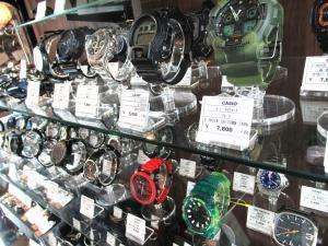 時計・サングラス、シルバーアクセサリー類もお買い得価格でご用意!