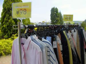 激安とは正にこのこと。お洋服が驚きの98円で買えちゃいます。