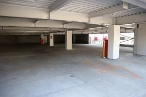 ◆広々とした共用無料駐車場◆